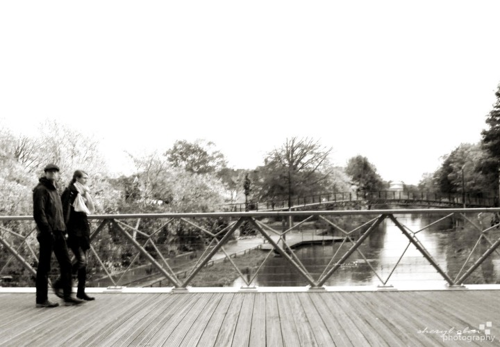 couple on the bridge